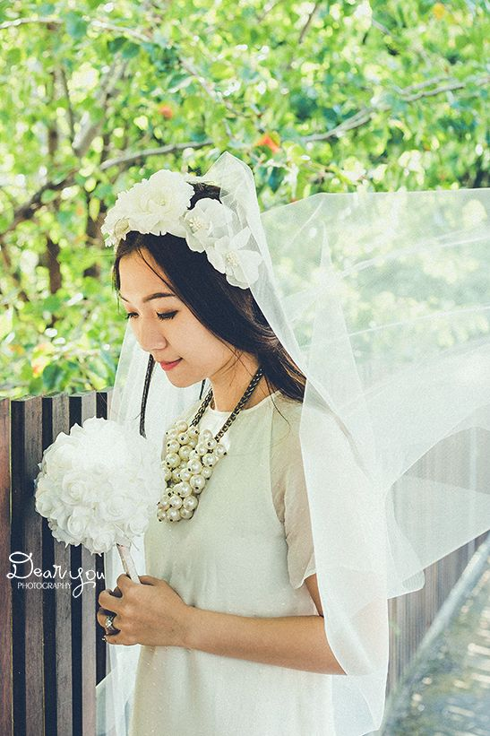 #portrait #photography #photoshoot #bride #casualbride #casual #flower #floral #headband #floralheadband #smile #dearyouphotography #singlebride #tulle