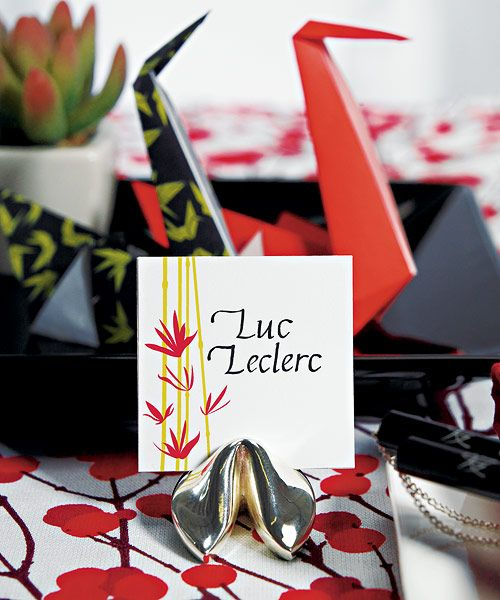 Continue the Asian theme with the Fortune Cookie place card holder in silver.   Size:   3cm H    MUST ORDER MINIMUM QUANTITY OF : 1 pkgs of 8     Please list the product amount you would like to purchase in the Qty  box  below that coordinates with the dropdown amount you selected