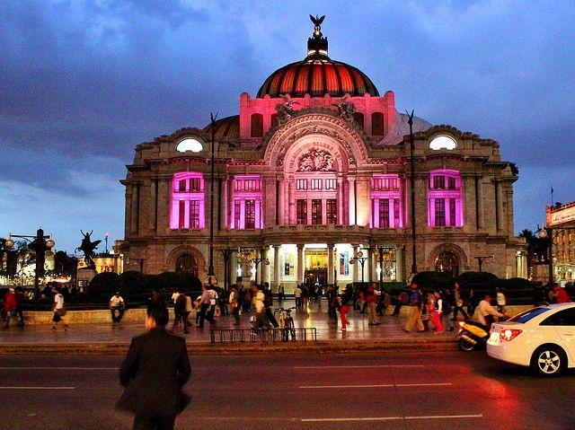 Ciudad de México, Teatro de las Bellas Artes, vista nocturna.   Flickr: Intercambio de fotos
