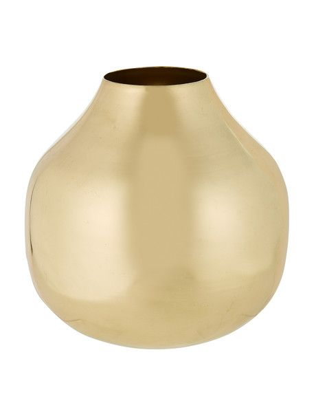The Your Home and Garden Koura Vase is ideal for both displaying flowers or as a sophisticated item in your home decor collection.