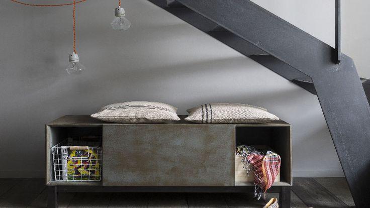 Libéron étant sa gamme de peinture a effet pour patiner un meuble façon vintage aspect métal oxydé et un sublime effet vieilli à appliquer après peinture à base caséïne sur meuble bois et boiserie