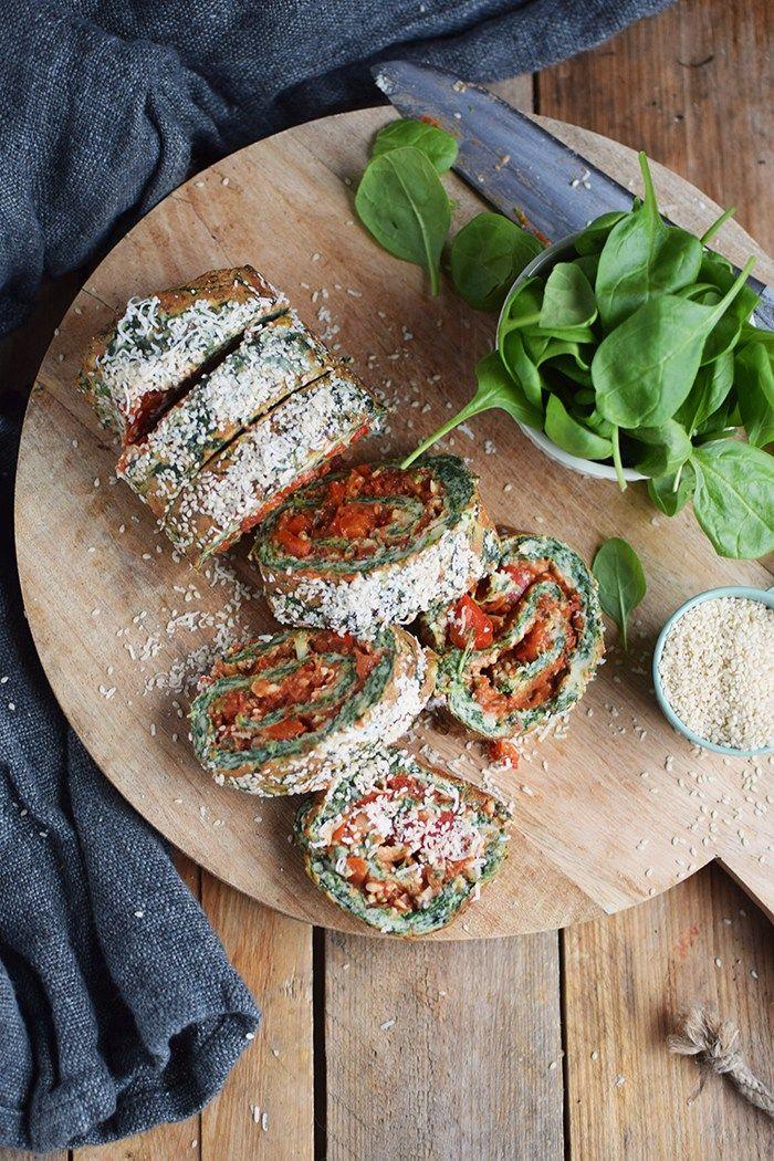 Spinatrolle mit Tomaten Paprika Fuellung - Spinach Roulade with red pepper tomato filling | Das Knusperstübchen