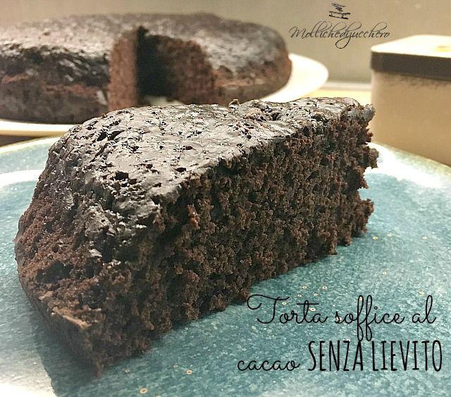 La torta soffice al cacao senza lievito nasce da una ricetta antichissima, non ha grassi di nessun tipo e diventa alta e soffice grazie ad