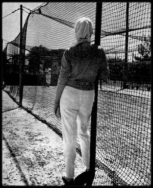 """1961 / Lors de leur séjour en Floride, où Joe emmena Marilyn pour prendre du repos, il lui fit visiter St Peterburg et le Fort Lauderdale pour profiter de faire quelques lancers de balles, lieu d'entraînements de l'équipe des """"Yankees"""". Marilyn profitera également du séjour pour rendre visite à sa demi soeur, Berniece."""