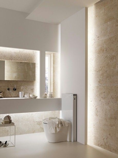 "Toilette ""Monolith Glas weiß"", Geberit ""AquaClean 8000"", Geberit Waschtisch ""Monolith Glas weiß"", Geberit ""Puravida"", Duravit Waschtischmischer ""Tara Logic"", Dornbracht Boden ""Kerlite"", Cotto D'Este Wand Salvatori, ""Bamboo Collection"", Travertino Chiaro"