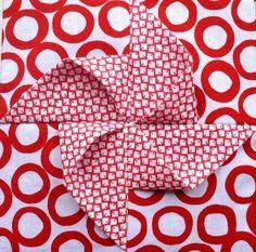 Block 22: Origami pinwheel – Textured quilt sampler | Sewn Up by TeresaDownUnder.    Free Tutorial + 24 More!