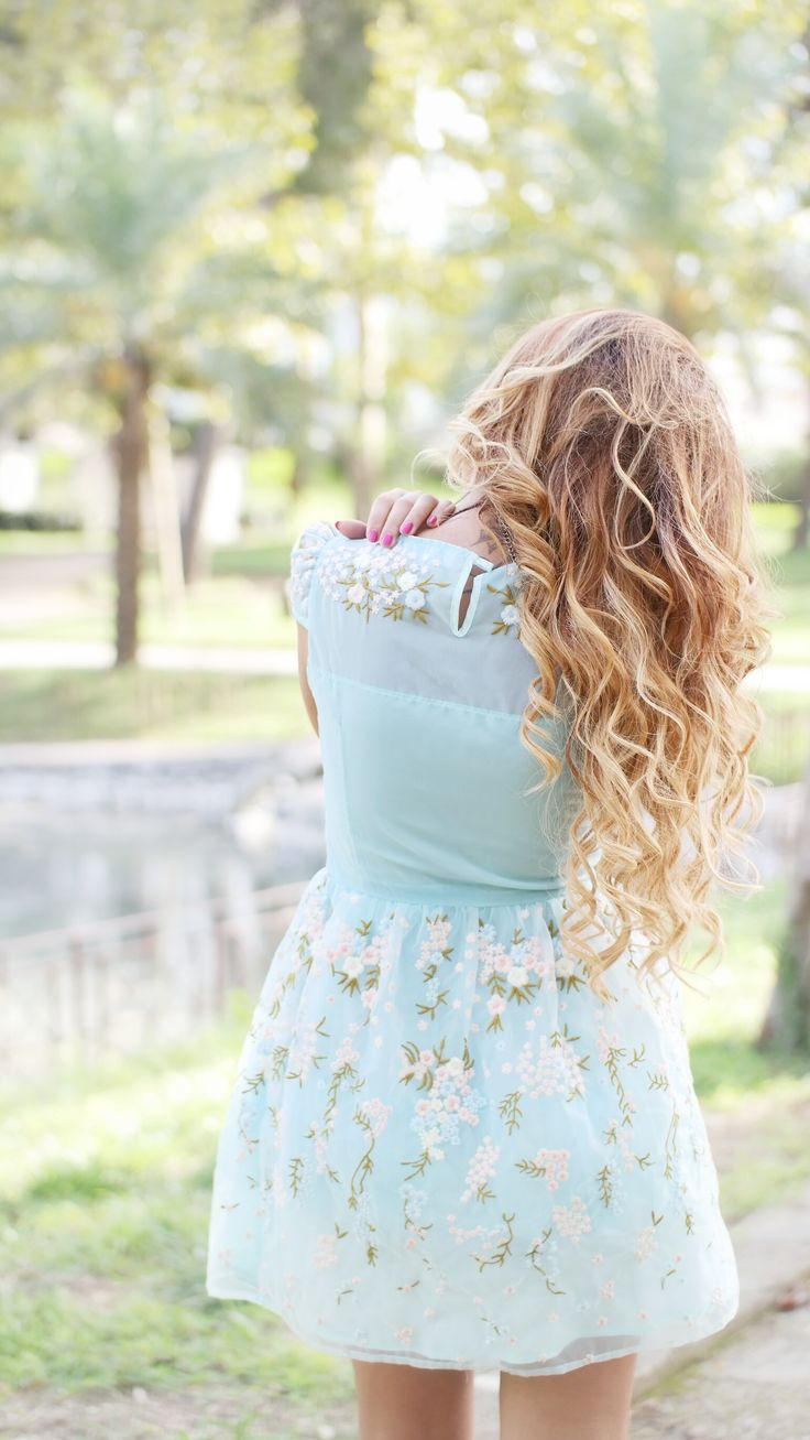 Abito Celeste Corto long hair blonde