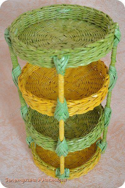 Поделка изделие Плетение Полочка в 4 яруса и сухарница Бумага газетная Трубочки бумажные фото 2