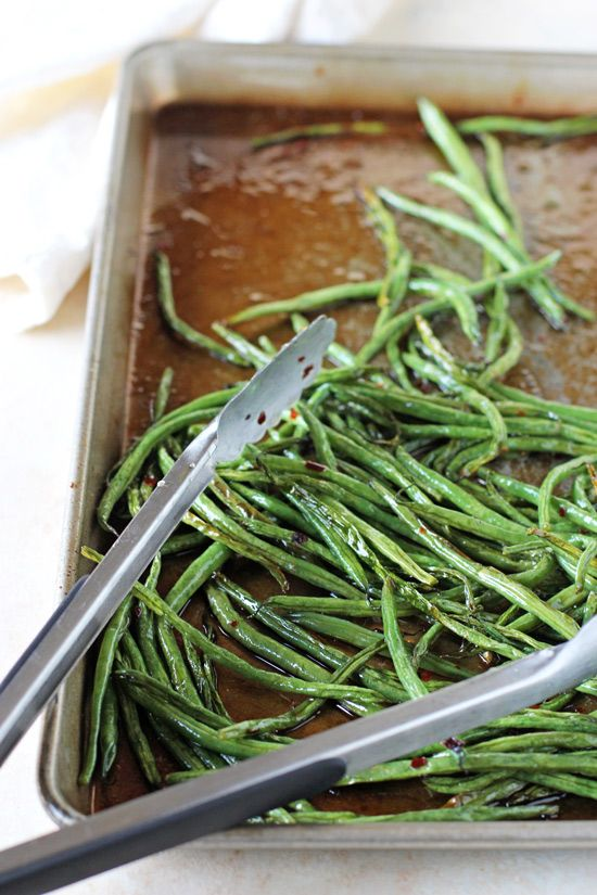 A delicious, healthy and crazy easy recipe for sweet and spicy green beans! French green beans roasted with sweet honey and spicy red pepper flakes!