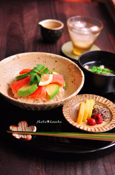 Photo: Japanese Home-Cooked Lunch (Fresh Salmon and Avocado Rice Bowl with Soup and Tukemono Pickles)|アボカドサーモン丼