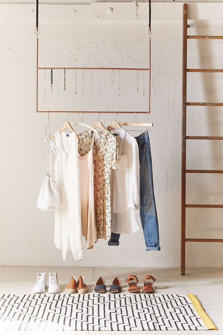 Ceiling clothing rack urban outfitters cuivre et cintre for Interno 5 urban store