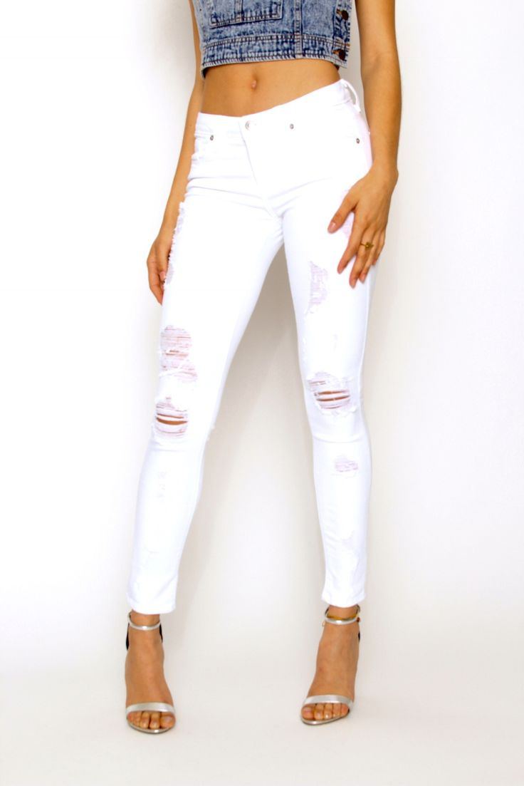 - Available in White Wash - Skinny Fit - Stretch Ankle Fit - Ripped - 4 Pocket Design - 97% Cotton 3% Spandex