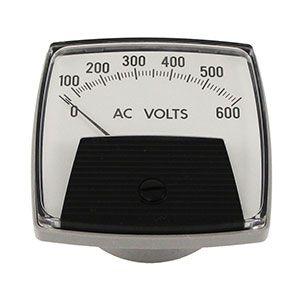 Voltímetros instalados en el panel de control del Pivot para medir la tensión de entrada al sistema. Debería oscilar entre 380-400V a 50Hz o 460-480V a 60Hz.