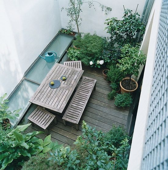 small garden inspiration...I sort of adore this space.