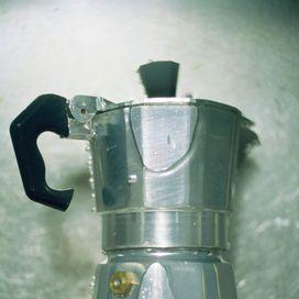 MOKA... SENZA SAPONE! Come suggeriscono gli intenditori, la caffettiera di casa si dovrebbe lavare senza sapone: ogni tanto puoi mantenerla pulita e igienizzata in modo naturale ag