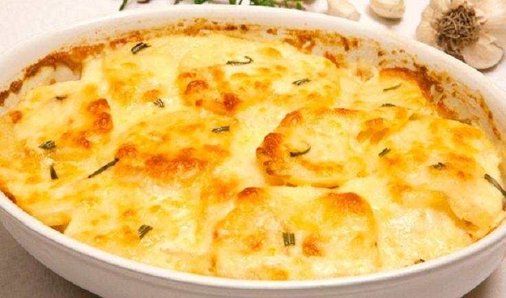Burgonya sajtos, tejfölös öntettel