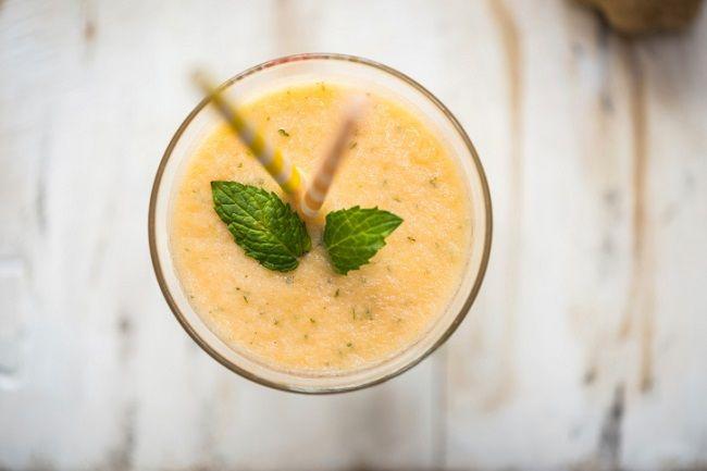 Bebidas pouco calóricas feitas à base de frutas e vegetais, os smoothies são ideais para quem quer levar uma vida mais saudável e saborosa. Confira cincoreceitas ricas em proteínasque são ideais para tomar antes ou depois da atividade física. Leia também: Bebida alcoólica engordar e pode aumentar risco de