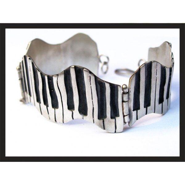 Piano keybord ,handmade metalwork sterling silver bracelet by pepeyoyojewellery on Etsy https://www.etsy.com/listing/207105695/piano-keybord-handmade-metalwork