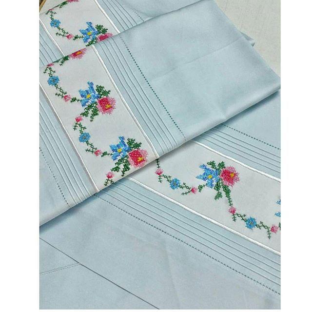 Vintage bu sene çok moda biliyoruz ki musterimiz de bu modaya uyarak bebek mavisi renginde takım yaptırdı. Eski Kanavice ,Dantel,Çin iğnesi gibi urunlerinizi saklamak yerine böyle şık takımlar yaptirabilirsiniz ✌