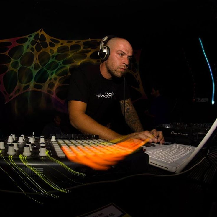 WeirDel started playing music at 2000.Started as a dj but over the years dealt with the production of psytrance and forest trance music.Now he is a produce