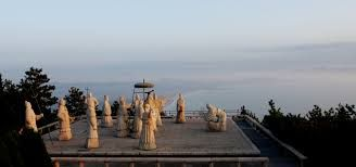 "A statues group placed in Yantai, where Xu Fu set out on his voyage seeking ""exlir of life"" for Emperor Qin Shi Huang.- Cerca con Google"