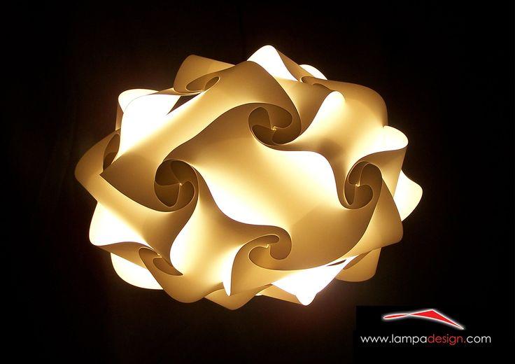 Lampadario UFO lampada dal design moderno Lo trovi qui: http://www.lampadesign.com/scheda.php?id=9  E' un lampadario moderno dal design  Perfetto per l'illuminazione di tutti gli ambienti  E' ideale anche per soffitti bassi data la sua ridotta altezza  Supporta lampadine a risparmio energetico (qualsiasi Watt)  Per avere tanta luce inserisci il bianco e aggiungi i colori che più ti piacciono  Te lo costruiremo come tu lo desideri ! Dai un tocco di meravig...