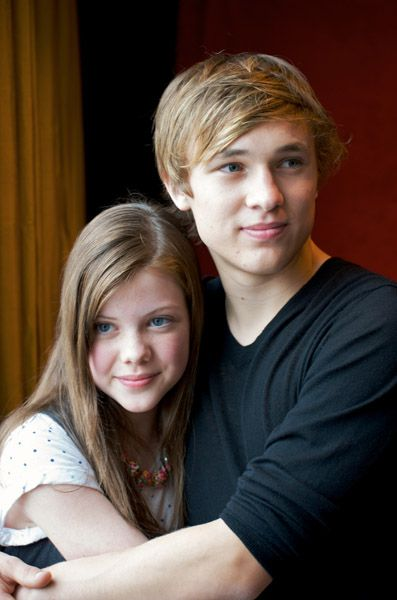 Love those two!!....and the Narnia movies they are in! :D AWWW!! William Mosely and Georgie Henley.