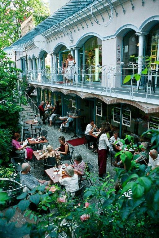 Cafe , Berlin, Hackesche Höfe - Germany.. Wenn ich mal nach Berlin muss, gehen wir da essen