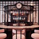 RISTORANTE ESOTICO E MODERNO Un locale moderno che sceglie uno stile tradizionale che si rifà alla Taipei degli anni '30. Legno scuro, forme stondate e tappezzeria connotano il progetto firmato dal duo Brady-Williams. Punto focale del locale è il bar con piano rivestito in marmo rosa dalla forma arrotondata e sedie realizzate nella stessa nuance. Scopri di più: http://italystonemarble.com/2017/07/04/marmo-nel-progetto-del-ristorante-xu-london/RISTORANTE ESOTICO E MODERNO Un locale moderno…
