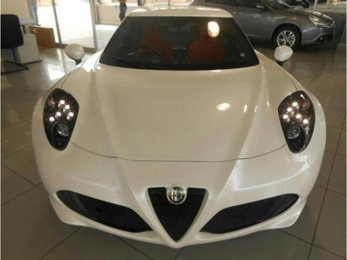 2016 Alfa Romeo 4C Coupe  www.isellcarz.co.za contactus@isellcarz.co.za