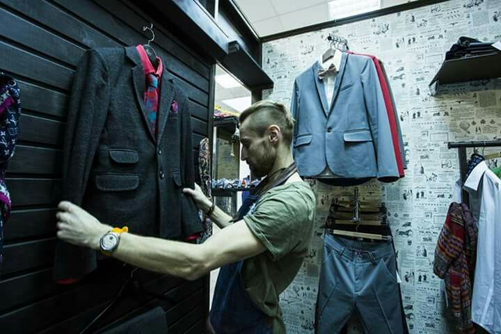 Услуги стилиста. Индивидуальный дизайн, пошив, тюнинг, ремонт одежды, обуви, любых кожаных изделий. (ТЦ Зеркало, 2 этаж, пав.68в. +37529 7790513)