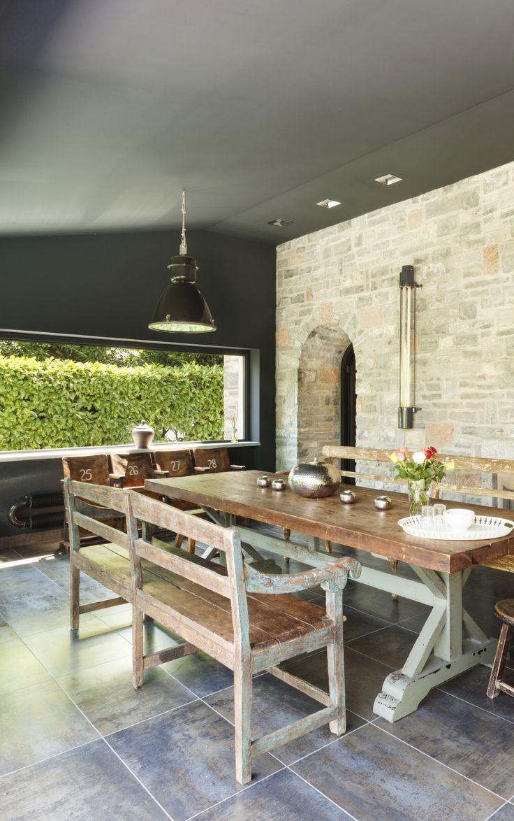 Si la iluminación en tu negocio es increíble, el #gris en el techo le da personalidad.  #Comex #Decoración #design #interiorismo