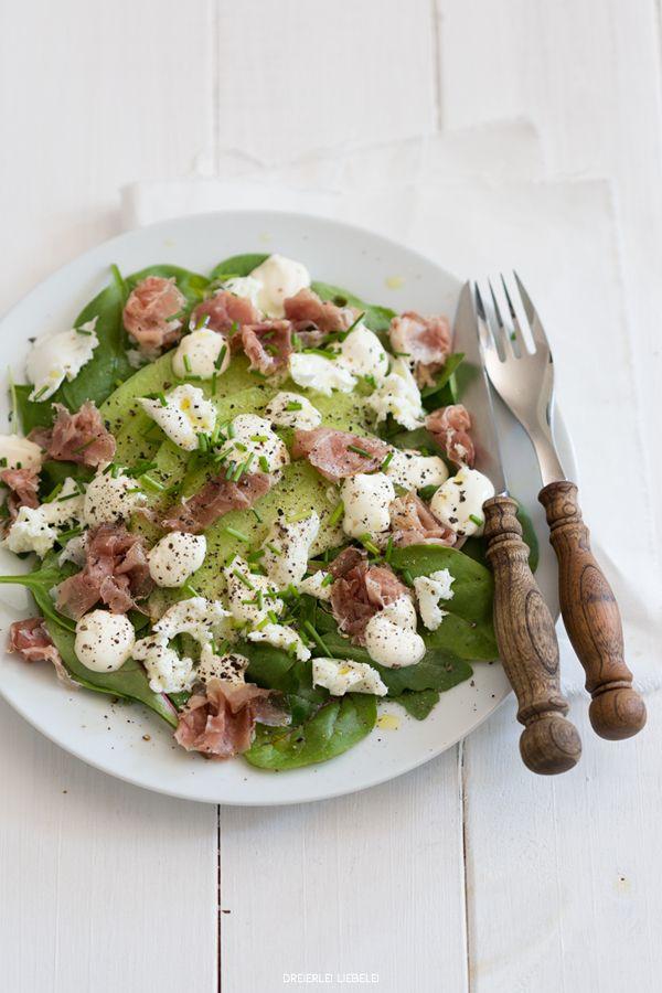 {Rückblick: 7 Blogger, 7 schnelle Salatideen präsentiert von Florette}   Bonusrezept: <br>Salat mit Galiamelone, Büffelmozzarella und hauchzartem Parmaschinken