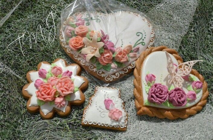 Spring pastel roses royal icing gingerbread. Tavaszi pasztel rózsás mézeskalácsok.