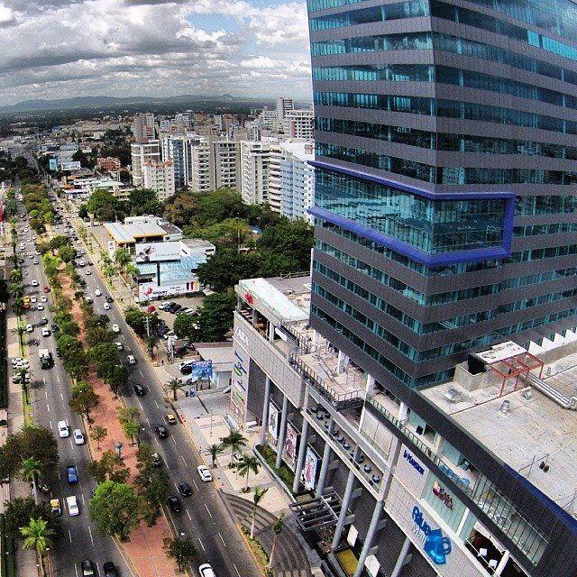 Santo Domingo, zona metropolitana y atractivos turísticos. Centro Comercial Blue Mall & Hotel J.W. Marriot. Av. Winston Churchill.