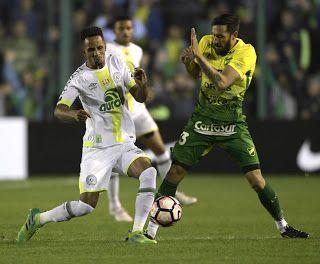Blog Esportivo do Suíço:  Com um a menos, Chape leva gol no fim e sai atrás na Sul-Americana
