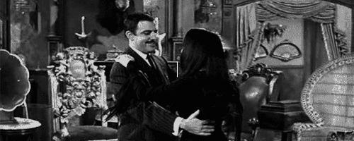 Carolyn Jones (Morticia) y John Astin (Homero/Gómez) La familia Addams, '60