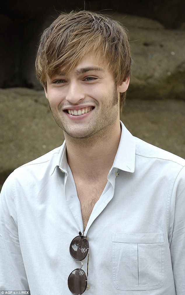 Douglas Booth is mobbe...