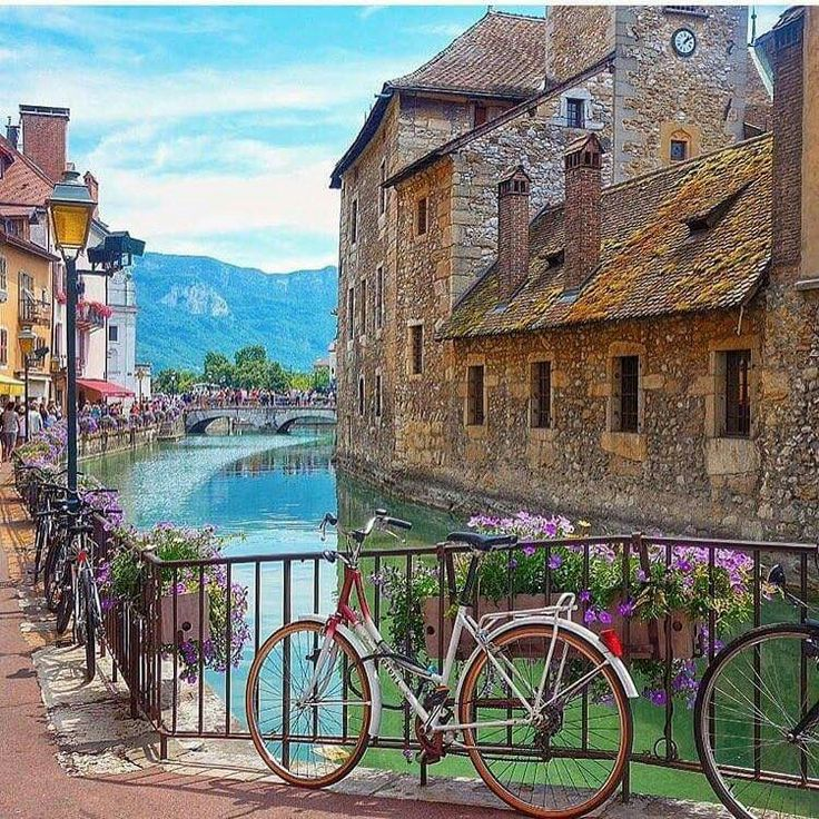 Take me there NOW!!!! #HappyHumpDay - Annecy, France