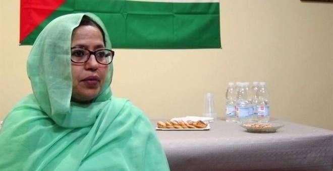 """La Delegada del Polisario en #España: """"Se habla ahora de refugiados... pero ya llevamos 40 años en el desierto""""  """"Se habla mucho ahora de refugiados... pero nosotros ya llevamos 40 años como refugiados en una de las zonas más inhóspitas del mundo. Nosotros no queremos salir en pateras. Queremos que se cumplan las resoluciones de la #ONU que reafirman el derecho de los pueblos a autodeterminarse""""  #IslamOriente  Fuente: http://ift.tt/1TFqWm6"""