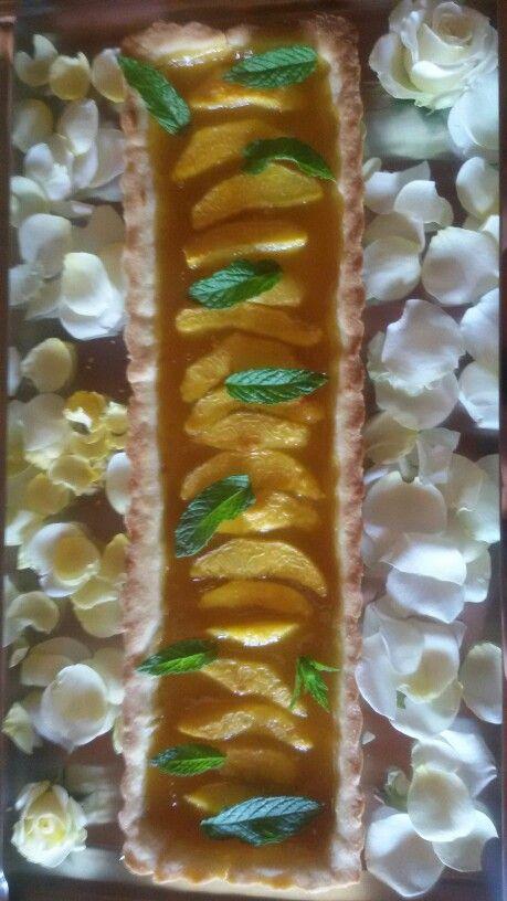 Crostata con marmellata di albicocche homemade e pesche fresche