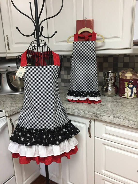 Mommy & Me Christmas Apron Set