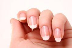 Comment faire pousser ses ongles ? Vos ongles sont cassants et ont du mal à pousser ? Pas de panique ! Il existe des soins naturels pour avoir de beaux ongles.