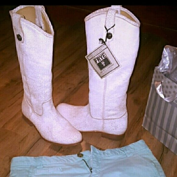 """""""Sale""""Frye Melissa Button Crackle boots 8 White Frye Melissa Crackled Leather Boot Sz 8 M These boots are AMAZING!!!  Distressed style, very comfortable.   15"""" shaft  Purchased at Nordstrom.? Sold out at 433 retailers  Comes with box Only worn 1 x Frye Shoes Heeled Boots"""