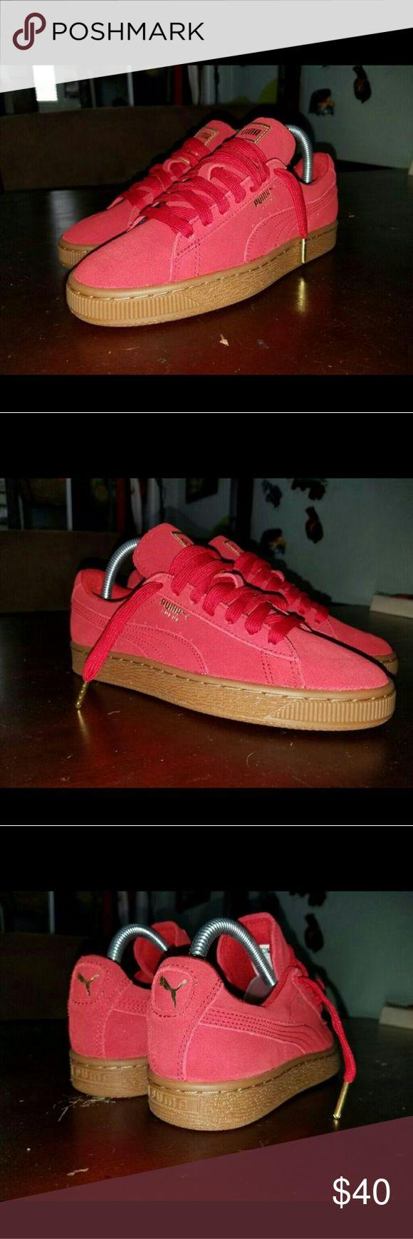 Puma suede sz 6.5 women's Red suede Gum bottom  Gold lace locks No box SZ 6.5 women's Puma Shoes Sneakers