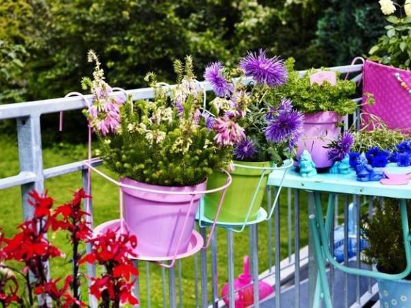 15 Καταπληκτικές ιδέες με γλάστρες για να ομορφύνετε το μπαλκόνι σας