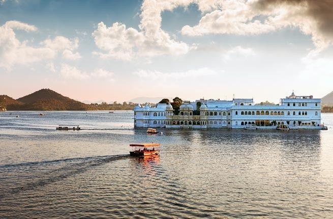 Pichola Gölü - Hindistan'ın bu doğa harikası gölü, özellikle üzerindeki Jag Mandir ada sarayı ile ilgi topluyor.
