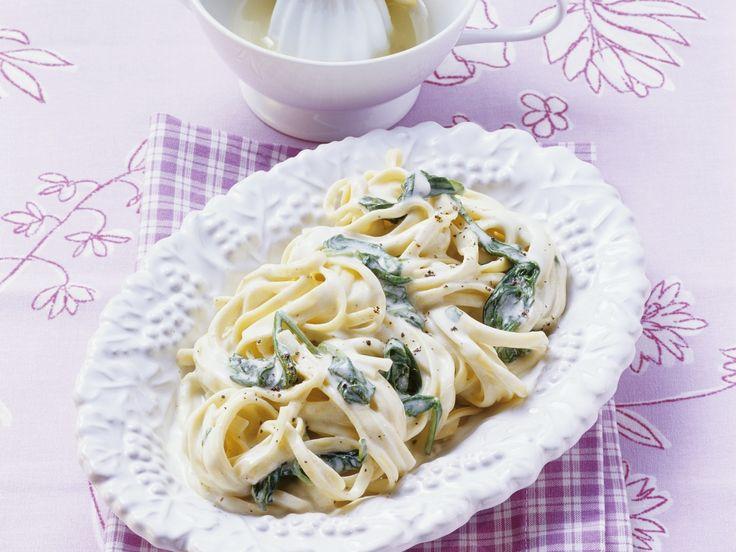 Pasta mit cremiger Spinatsauce - smarter - Kalorien: 468 Kcal - Zeit: 20 Min.   eatsmarter.de
