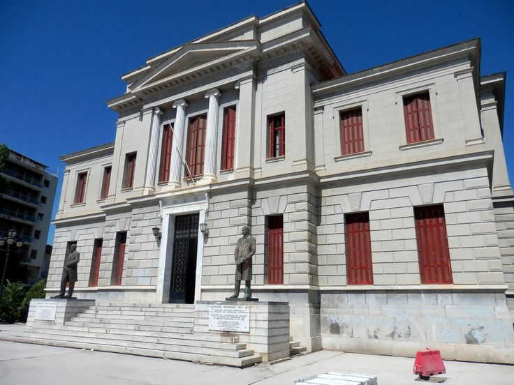 """The court of justice in Tripoli. in its entrance, the two judges who were acquitted the general Kolokotronis.   The statues of Polyzoidis andTertsetis decorate the courthouse and """"chat"""" with the statue of Kolokotronis."""