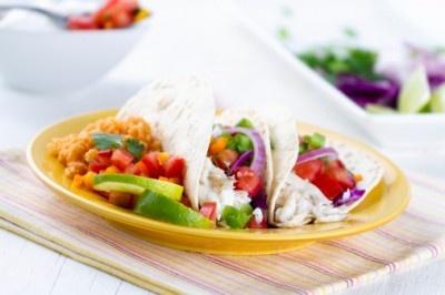 Sabrosos tacos de tilapia. Haz clic para ver la receta. http://serpadres.com/cocina/sabrosos-tacos-de-tilapia-2/#